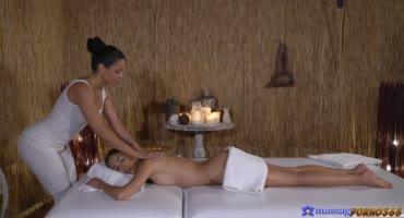 Нежнейший массаж от двух краль закончился страстным сексом