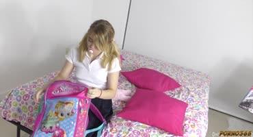Анастасия Кнайт узнала домашнее задание и трахнулась с негром