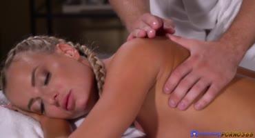 Не совсем классическое сношение бабенок после массажа