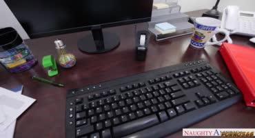 Джессика Рекс расслабляется с Дэймоном Дайсом в офисе