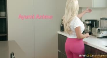 Блондинка с дойками соблазнила молоденькую азиатку
