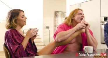 Парочка занимается сексом дома у своих знакомых