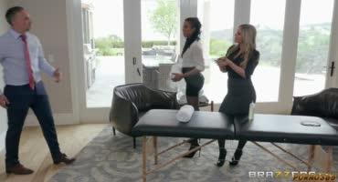 Негритянка Кира Нуар и ее подружка Кали Роуз сделали приятный массаж Кейрану Ли