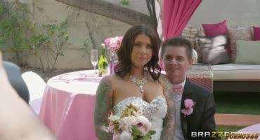 Невеста изменяет своему жениху со своей подружкой