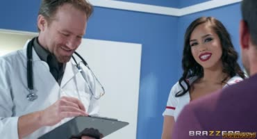 Медсестра помогла пациенту с вставшим членом