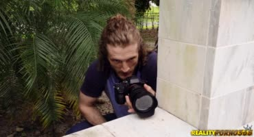 Решил снять трёх лесбух на камеру а они сняли его
