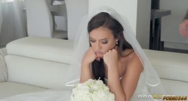 Молодая невестка сбежала со свадьбы, чтобы трахнуться с любовником