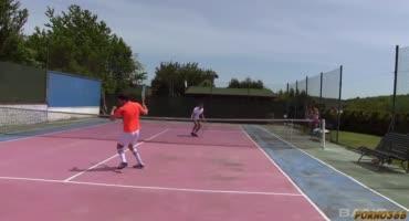 Молоденькие теннисистки устроили разврат на корте