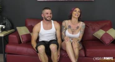 Татуированная телка снимается в порно с бывшим любовником