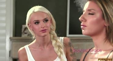 София Грейс полностью погружается в медитацию вместе с Эммой Хикс