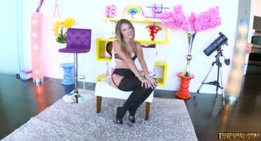 Девушка обожает сниматься в анальном порно
