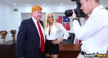 Латинка забила хер на президента и дала трахнуться себя фотографу