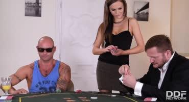 Тина Кэи присоединилась к карточной игре Яна Скотта и Майка Анджела