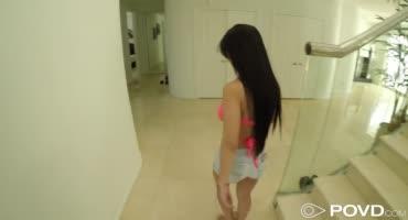 Турист снимает комнату у азиатки и долбит её поверх съёма