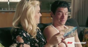 Милая блондинка возбудилась во время массажа и приняла спермы в ротик