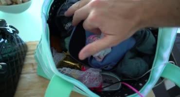 Нашел презервативы в сумке и отымел от первого лица