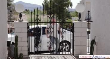 Милфа Кори Чейз трахнула парня своей дочери
