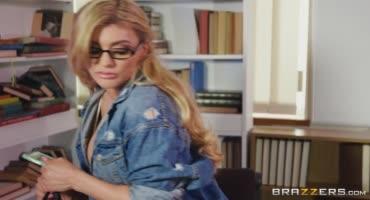 Блондинка на отлично здала курсы по сосанию членов