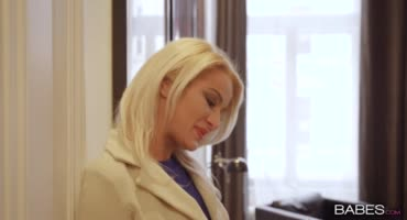 Блондинка занялась анальным сексом со своим мужем