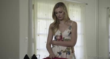 Симпатичная блондинка дала вылизать клитор любимому и он жестко её отодрал