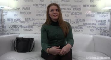 Чешская пышненькая девушка пришла на порно кастинг