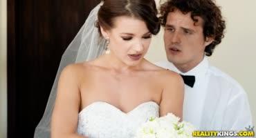 Малышка поругалась в день свадьбы и развлеклась с дамой, а потом и с парнем