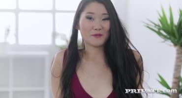 Азиатка Катана захотела попробовать большой черный член