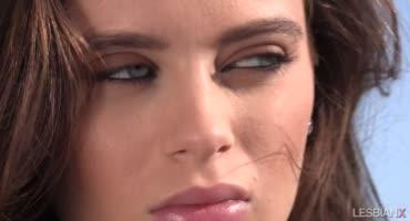 Лана Роудс решила в новой порнушке потрахать в попку подружку Аидру Фокс