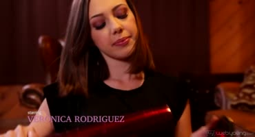 Дженна Сатива установила дома шест и пригласила латинку Веронику Родригес