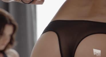 Лесби красиво наказывает сексом связанную подругу