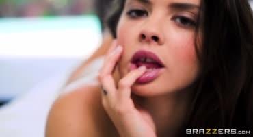 Похотливая красотка трахается со своим бойфрендом после мастурбации