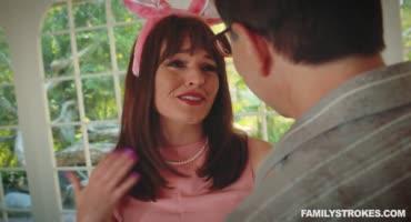 В счастливый день Пасхи кролик трахнул малышку крольчиху