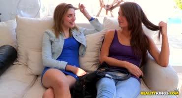 Две девицы решили опробовать лесбийский секс