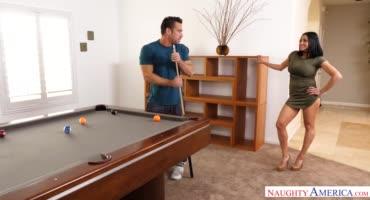 Женушка жалуется мужу на то что он ее не трахает и муж исправляет ситуацию