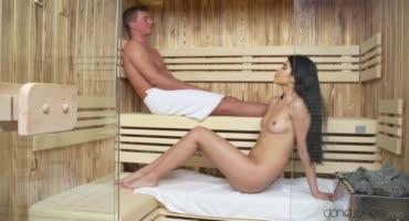Милашка провела время в баньке, на члене горячего мужика
