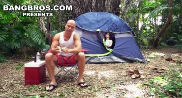 Слишком уж большая палатка на двоих, требуется желающий