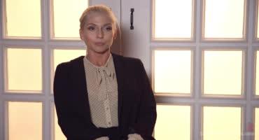 Блондинка посетила бар, где над ней жестко надругался хозяин