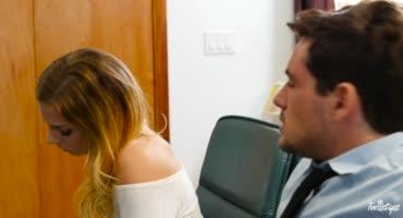 Секретарши в офисе устроили дикий секс с пареньком