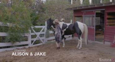 Алисон Рей отдалась сексфренду на конюшне