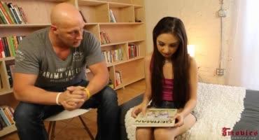 Молодая девушка трахается со своим репетитором
