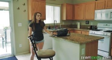 Соски начали страстно сосать на кухне и продолжили уже в спальне
