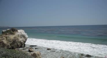 Мужик гуляет с возлюбленной по пляжу, а после трахает ее на обозрительном мосте