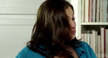 Брюнетка Алена трахается со своим любовником в отсутствии мужа