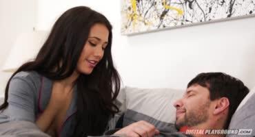 У мужика жена красивая, так ещё и может свою подругу с ней долбить