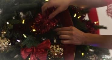 Взрослая тетя на Новый год получила от Деда Мороза сладкий член