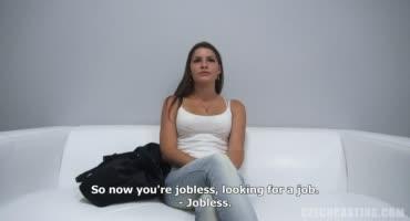 Зрелая дама не впервой пробует себя в роли порно актрисы на кастинге