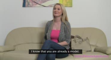 Брюнетка провела кастинг для молодой блонды и отлизала ей