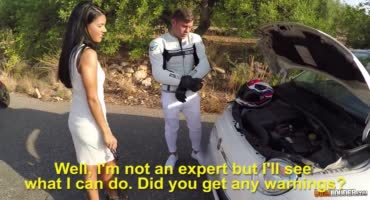 Испанская девушка ублажает незнакомца на природе