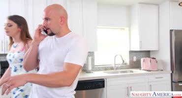 Безумный перепихон на кухне со сводным братцем