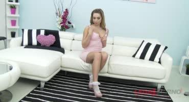 Молоденькая красавица захотела поебаться сразу с требя членами
